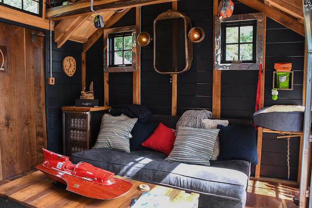 He_shed_interior2