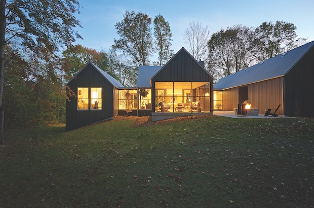 Michigan_modern_home_at_night