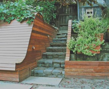Retaining_wall_and_stairs